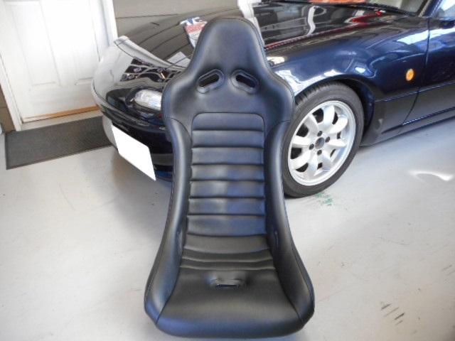 CORN'Sバケットシート(競技用:ブラックレザー)